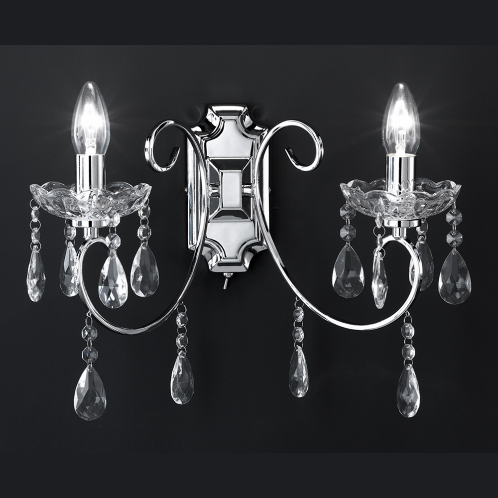 sch ne und elegante wandlampe im kronleuchter design f r die kompletierung der einrichtung. Black Bedroom Furniture Sets. Home Design Ideas