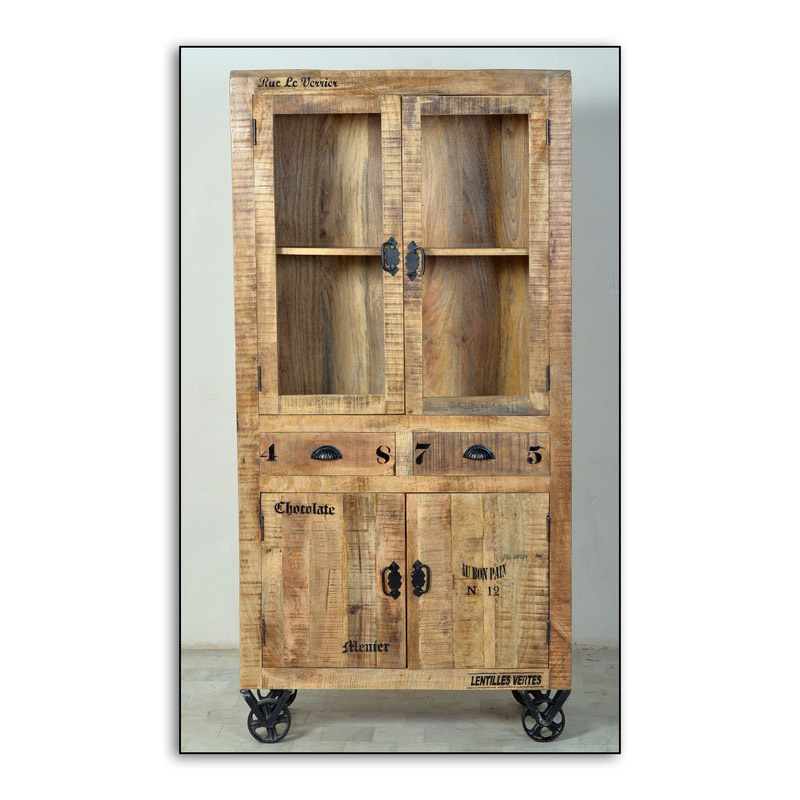 rustikale vitrine aus holz mit rollen. Black Bedroom Furniture Sets. Home Design Ideas