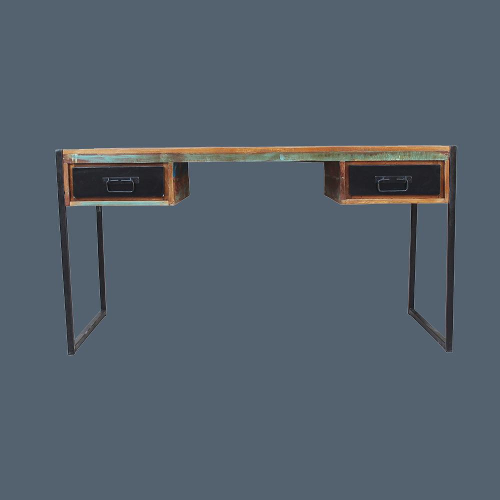 Bunter Schreibtisch aus Altholz